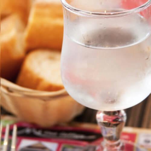 Beber mais água: Água no restaurante