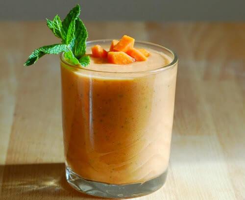Receita de smoothie de cenoura e mamão