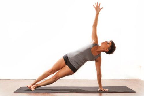 Vashistasana ou pose da prancha lateral