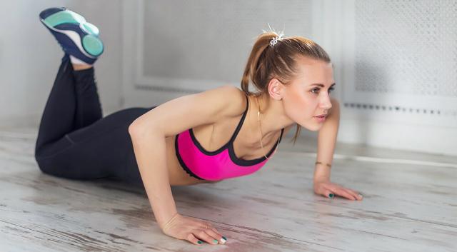 Flexões com joelhos apoiados