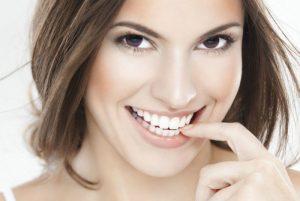 Veja como deixar os dentes brancos!