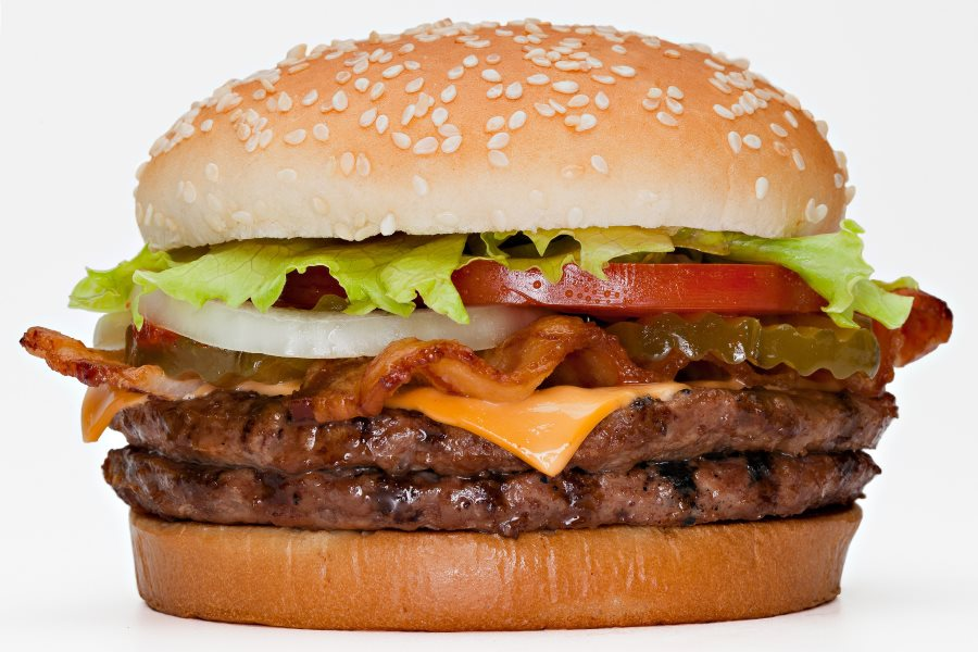 """Um """"inocente"""" hambúrguer faz estragos que você nem imagina!"""